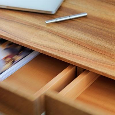 Theo Schreibtisch plus Walnuss